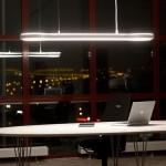 Moderní svítidlo zn. Fagerhult rozzáří kancelář.