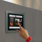 . . . třeba pohybem prstu na dotykové obrazovce umístěné na zdi.